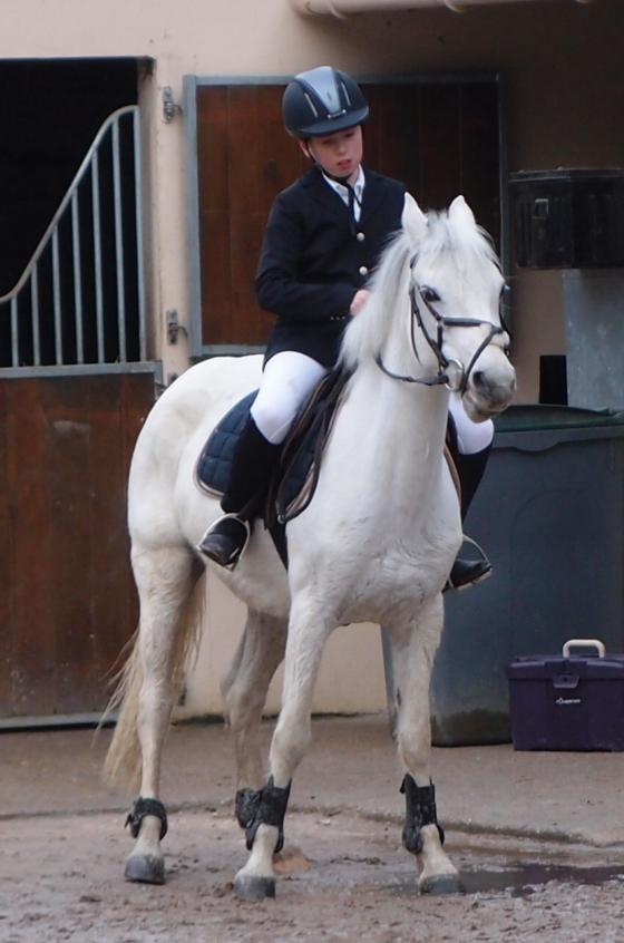 Esteban à un concours d'équitation en 2014